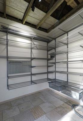 Как обустроить системами хранения подсобное помещение в загородном доме