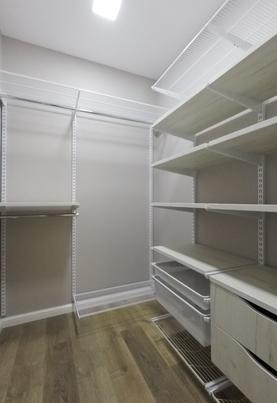 Компактная гардеробная комната