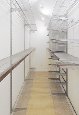 Проект просторной гардеробной комнаты